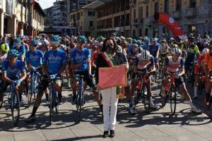 Milano-Torino 2021, la partenza da Magenta. Video e foto